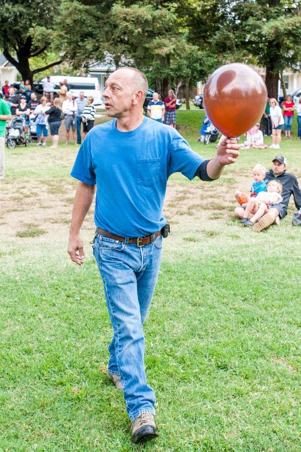 RE/MAX hot air balloon entertains crowds at Labor Day Lodi