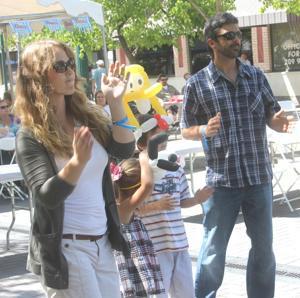 Thousands seek hot deals at Lodi Street Faire