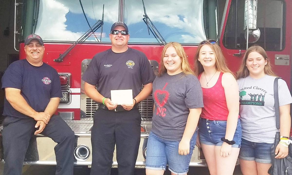 First responders receive gift cards