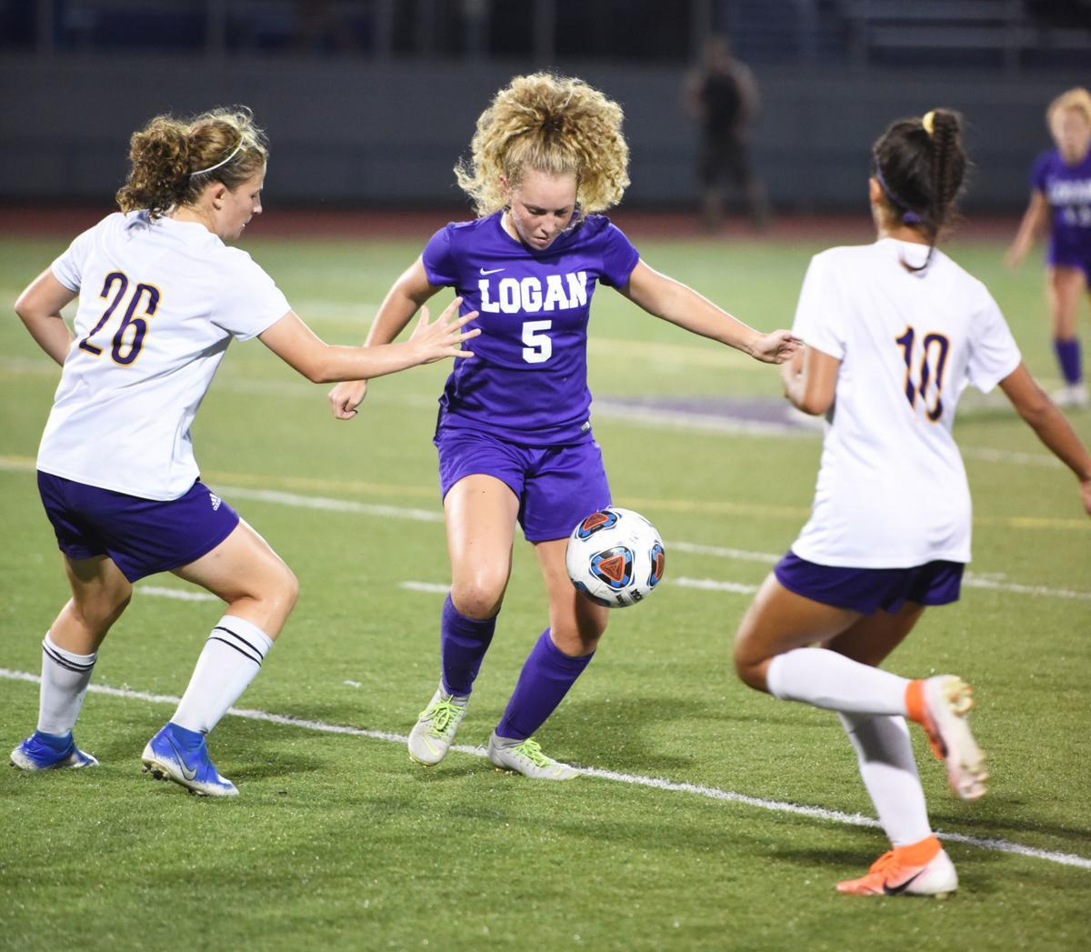 Madison Turner between defenders