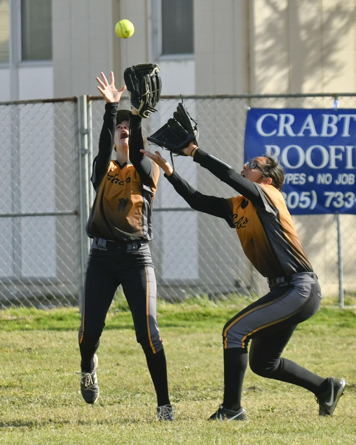 050818 CHS LHS softball 02.jpg