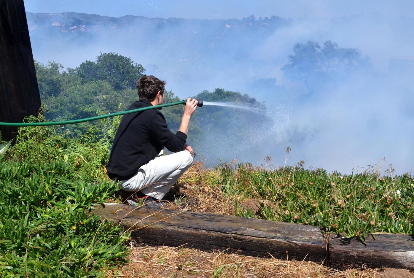 042416 Vandenberg Village Brush Fire 04.jpg
