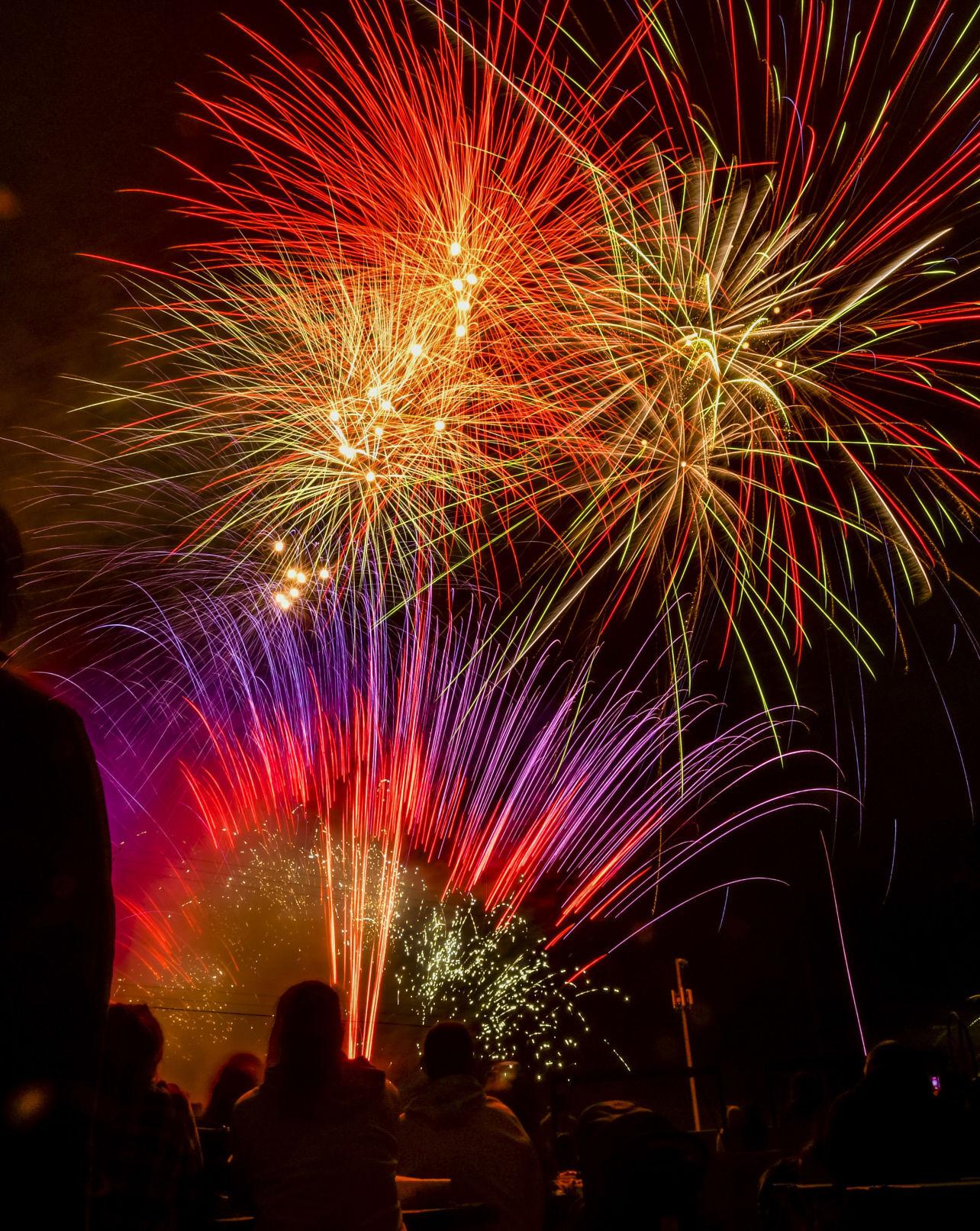 070421 Lompoc fireworks 01.JPG