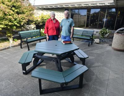 'Friends' donate patio furniture to Lompoc Library - Friends' Donate Patio Furniture To Lompoc Library Local News