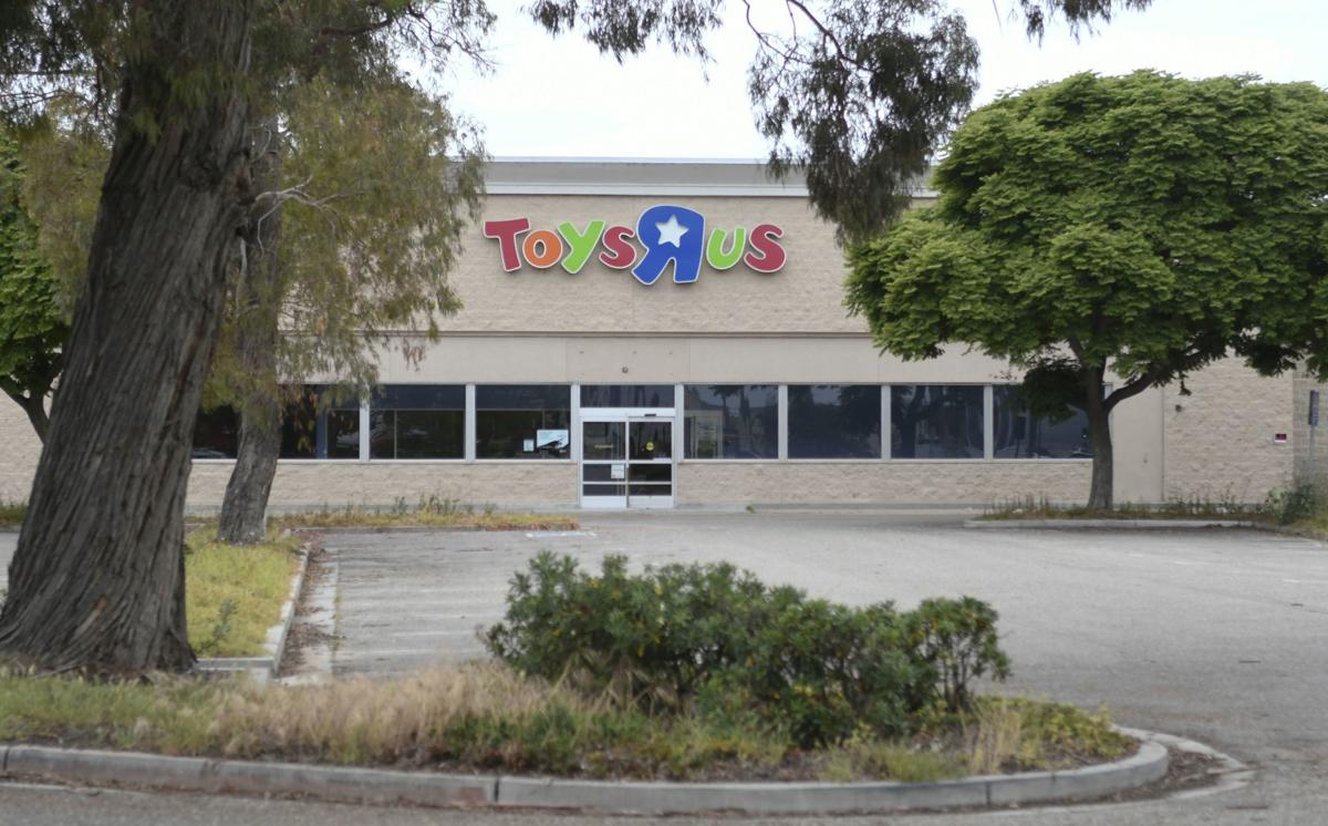 Hobby Lobby planning move into former Toys R Us building in