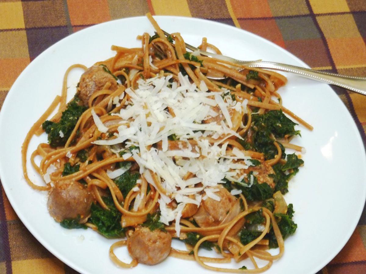 FOOD QUICKFIX MCT -- SPAGHETTI WITH SAUSAGE AND KALE