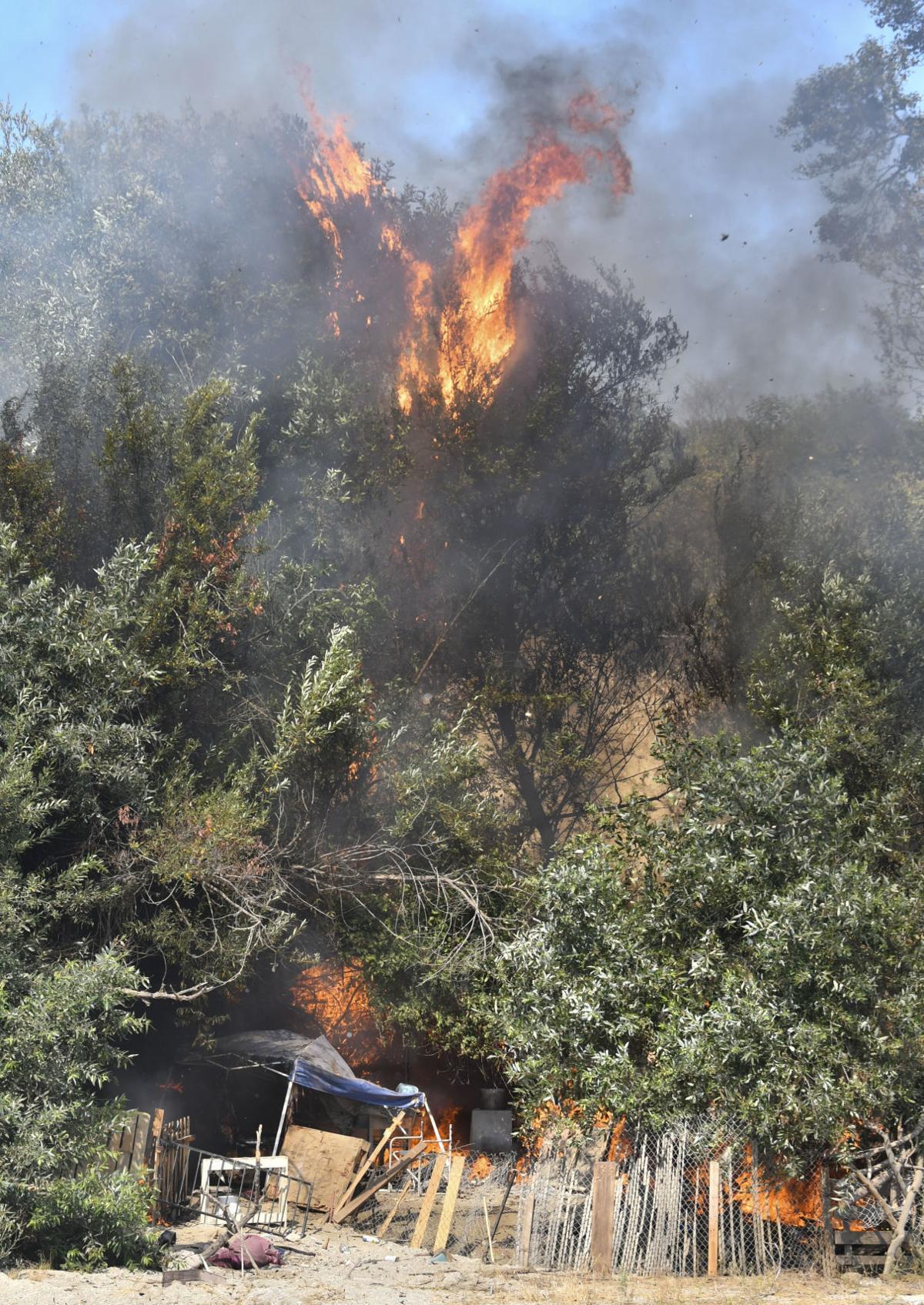 081618 Riverbed fire 01.jpg