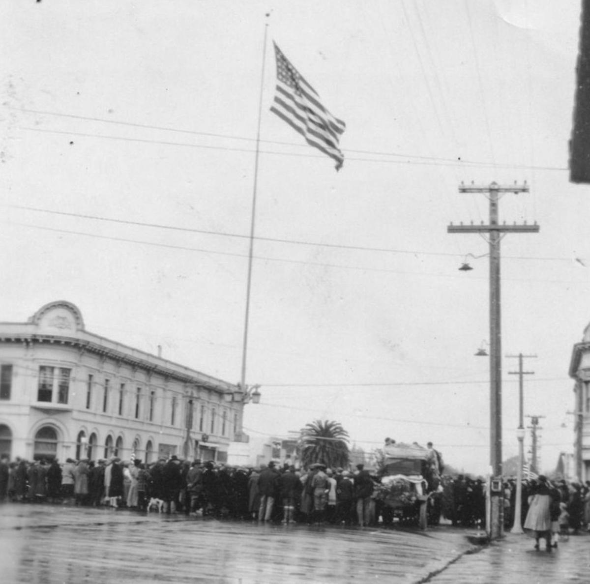 Lompoc flagpole in 1925 01.jpg