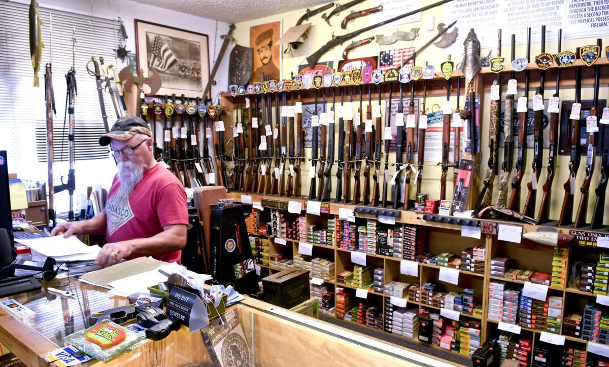 040120 Gun sales 01.jpg