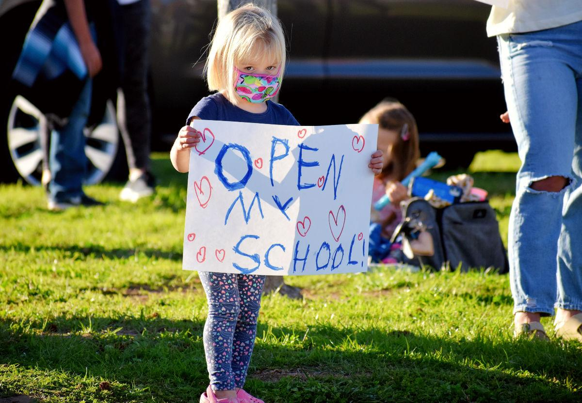 022221-smt-news-orcutt-school-rally-002