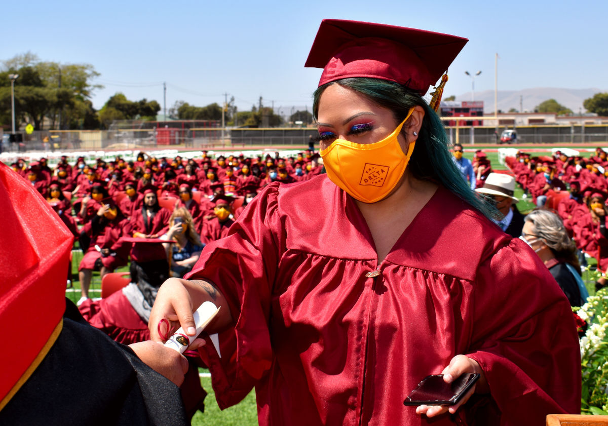 061021-smt-news-delta-high-graduation-002