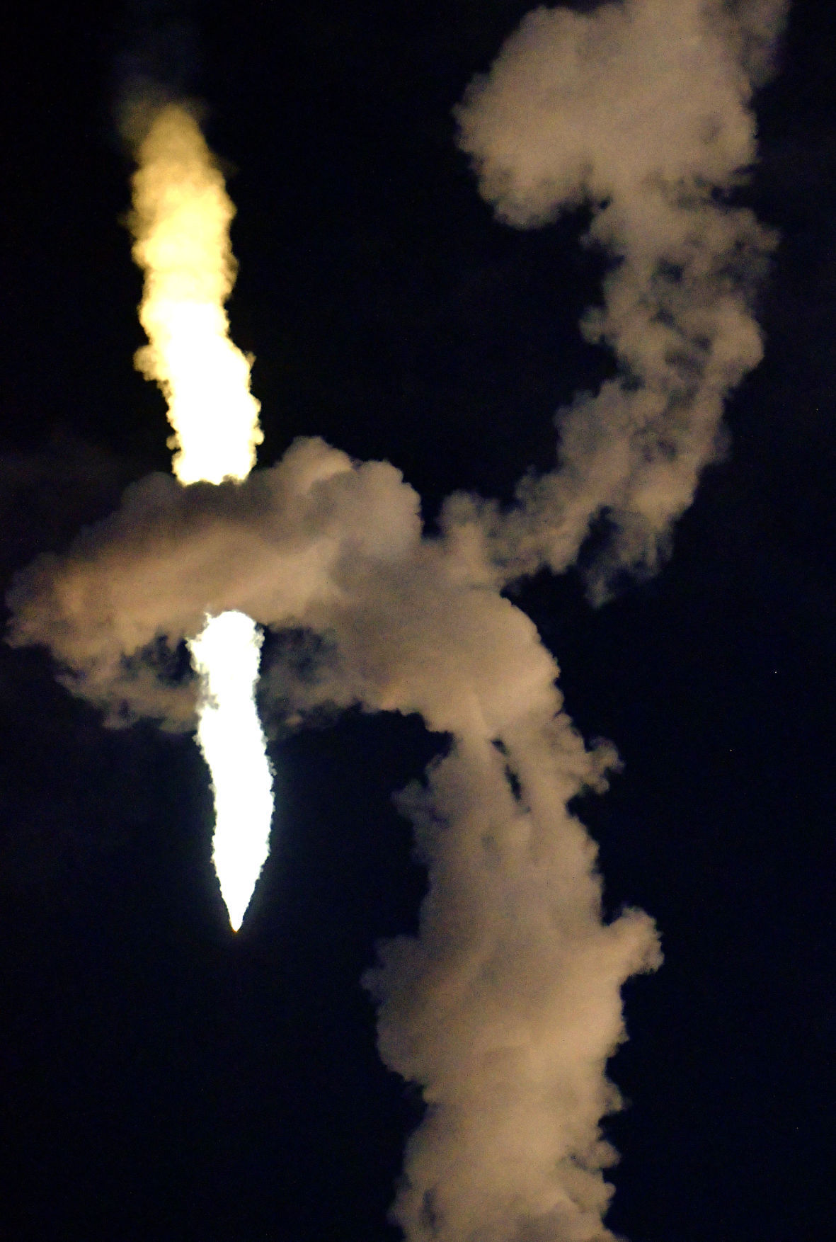 12217 SpaceX Iridium launch 01.jpg