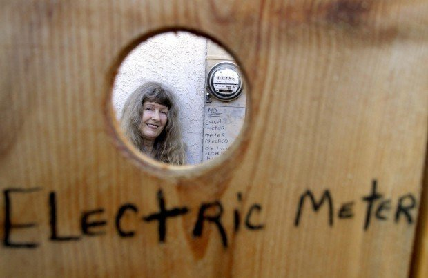 Local woman confronts PG&E over 'smart meter'