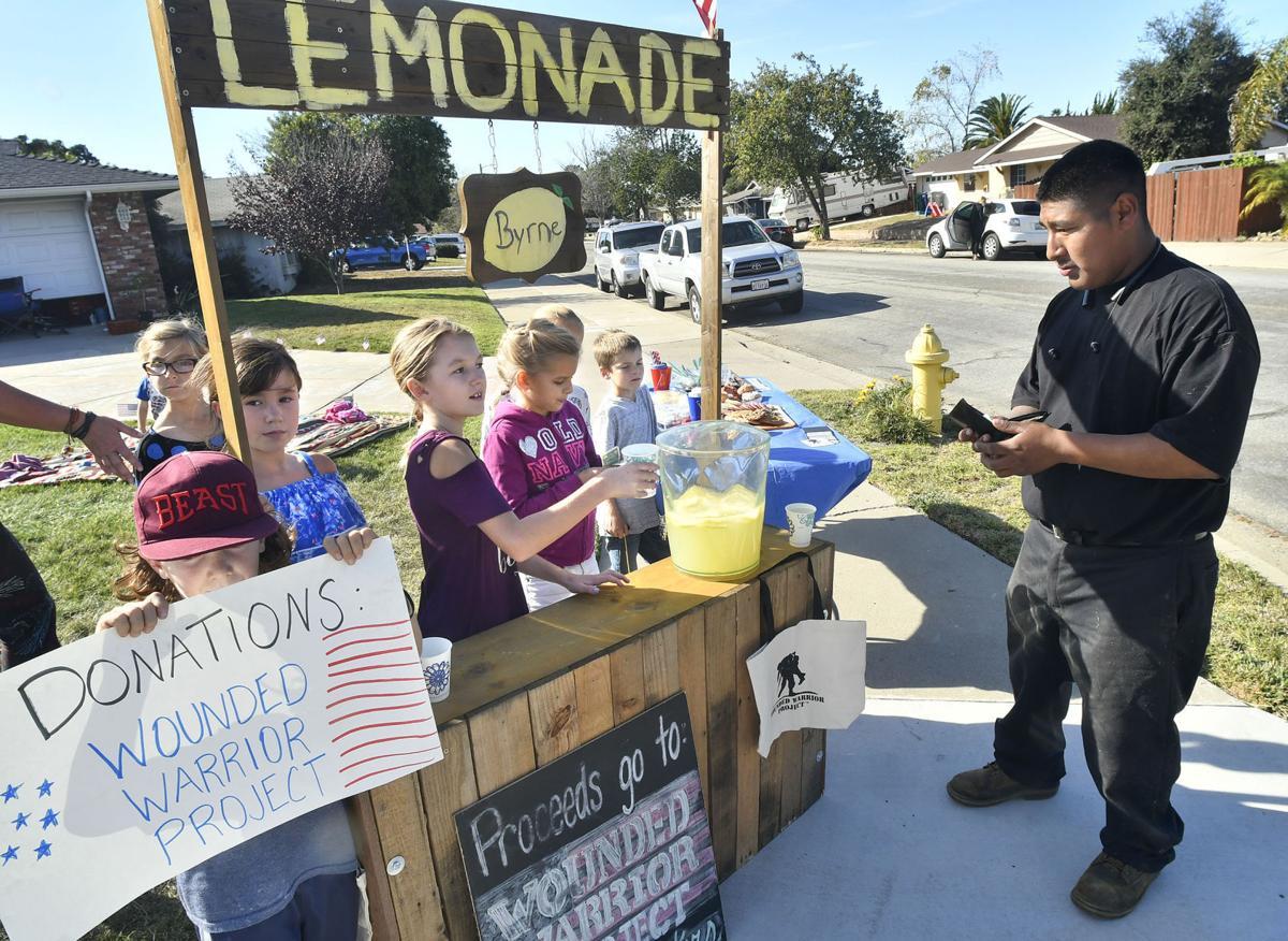 111017 Lemonade stand 01.jpg