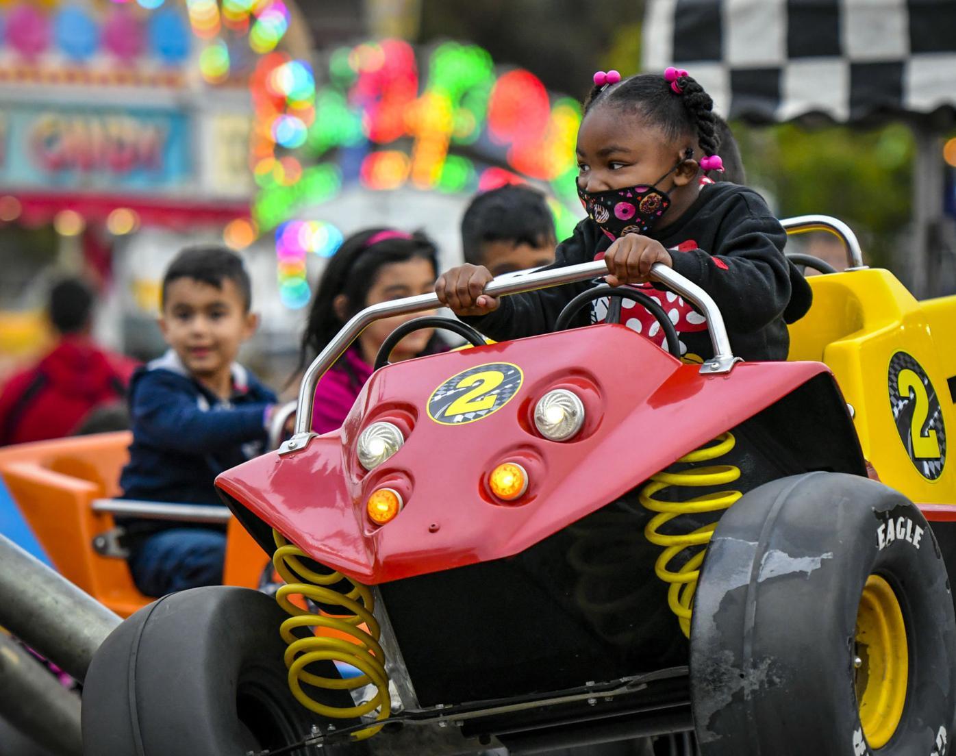 060321 Lompoc Carnival 02.JPG