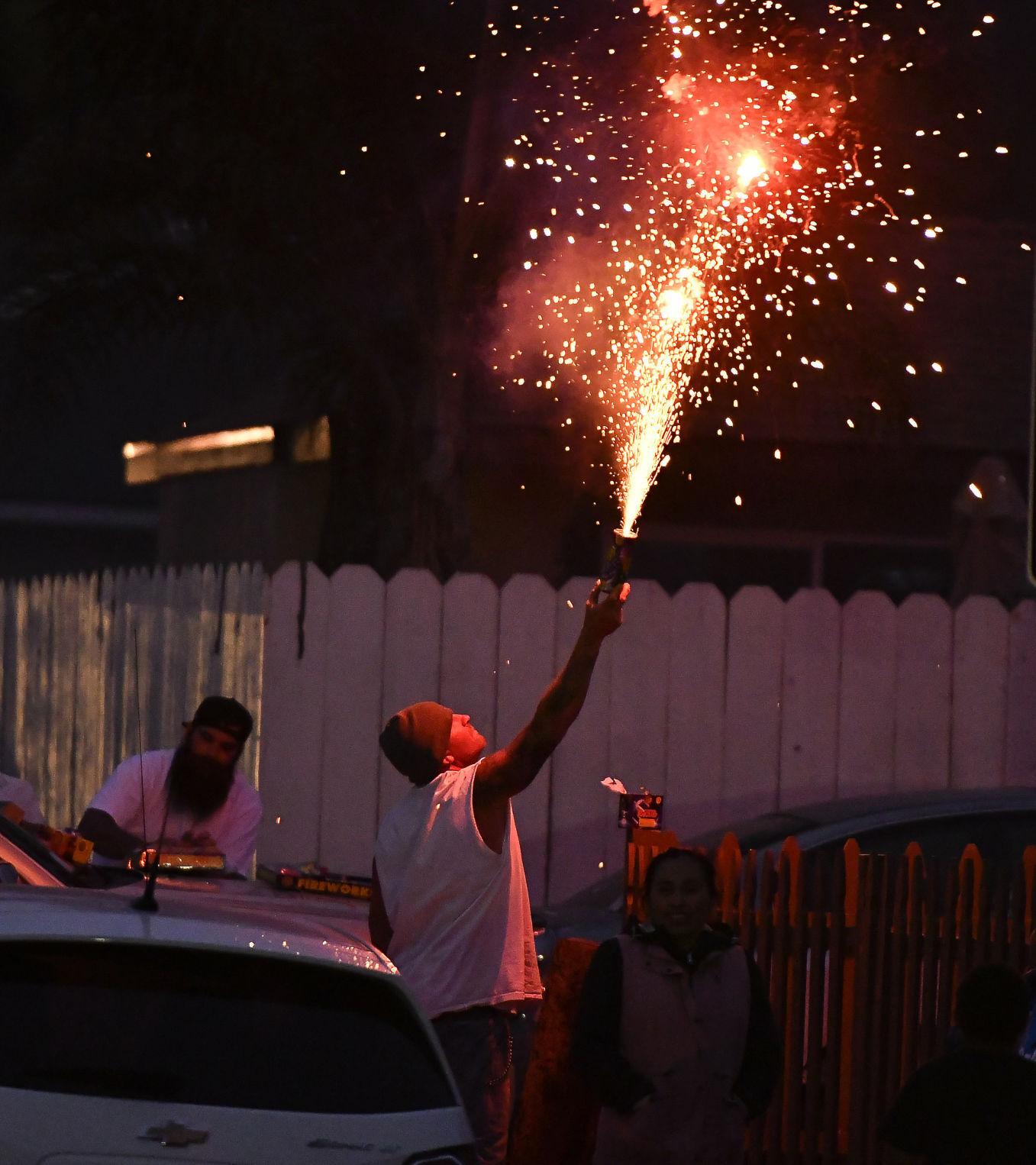 070421 Lompoc fireworks 02.JPG