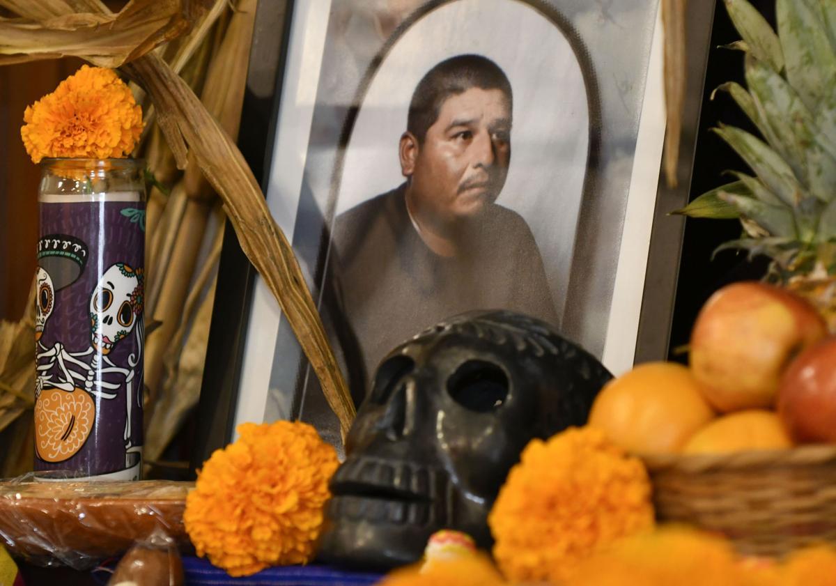 110217 Dia de los Muertos 02.jpg