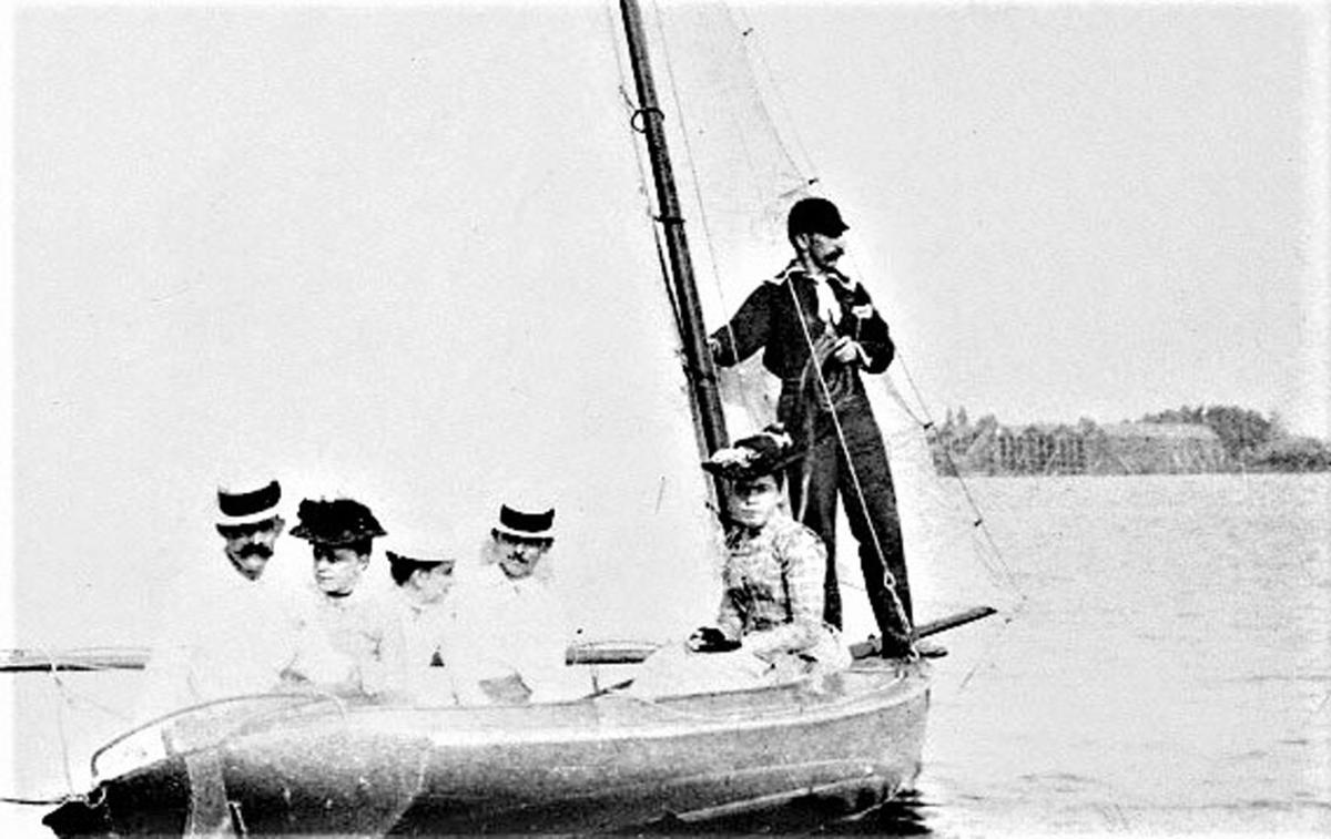 Sailing on Pine Lake pic