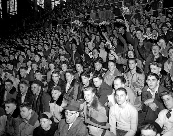 Business of basketball: Crowds at 1950 WIAA state boys basketball tournament