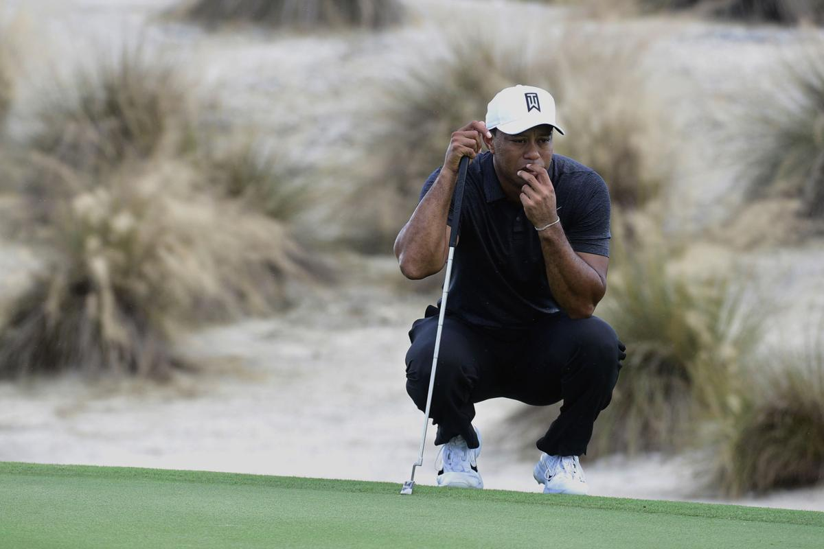 Tiger Woods waiting to putt, AP photo