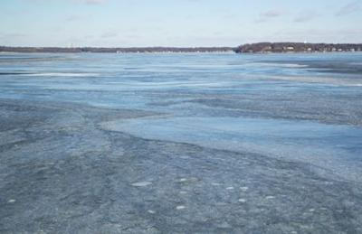 Lake Wingra On Cold December Day This >> Ice Ice Baby Lake Mendota Froze Over On New Year S Day Officials