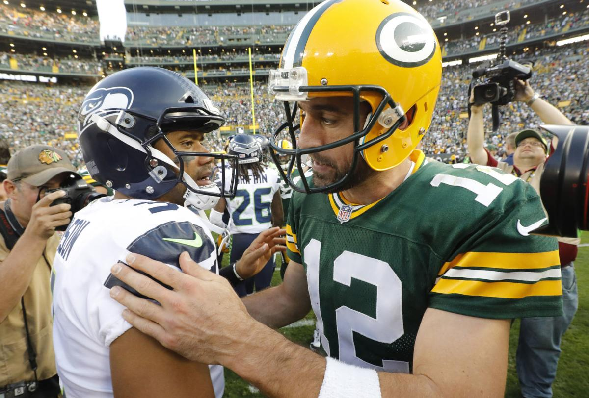 Aaron Rodgers, Russell Wilson talk after game, AP photo