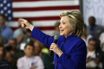 Clinton aims to cut student debt to help families (copy)
