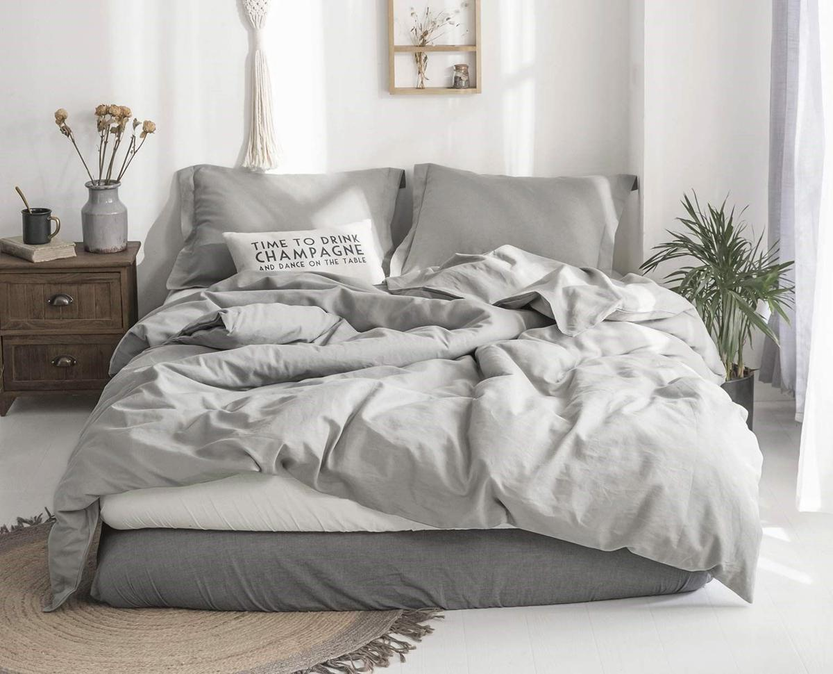 This light linen bedding is perfect for spring | Home and