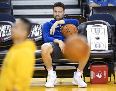 Klay Thompson sits, AP photo