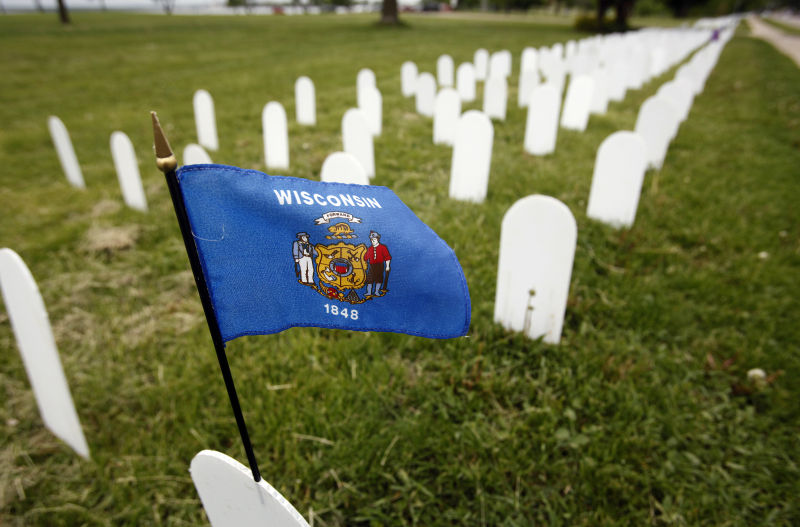 Veterans For Peace Memorial Mile >> Photos Memorial Mile On Atwood Avenue Local News Madison Com