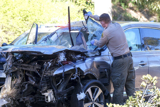 Woods faces hard recovery from serious injuries in car crash