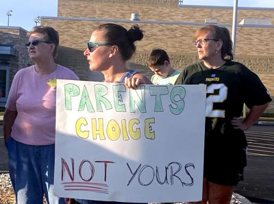 Beaver Dam school mask protest, Beaver Dam photo