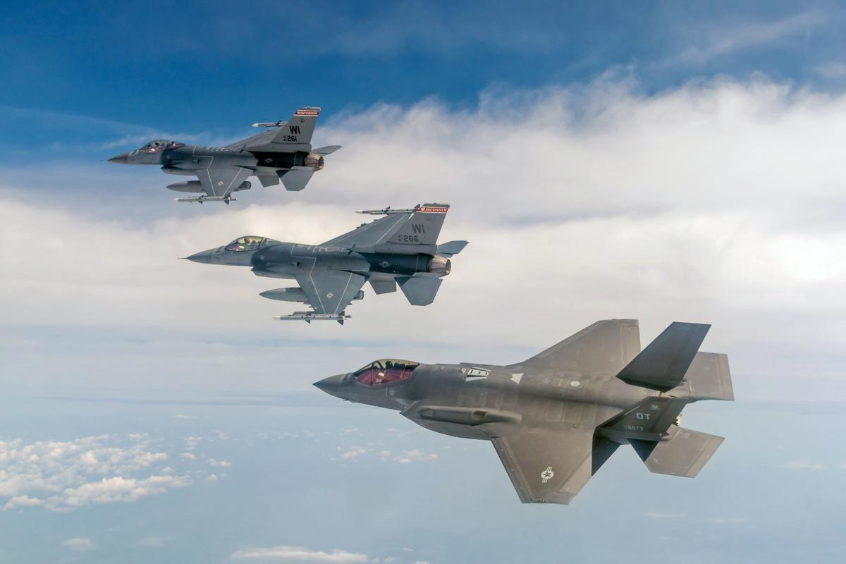 F-35s in air