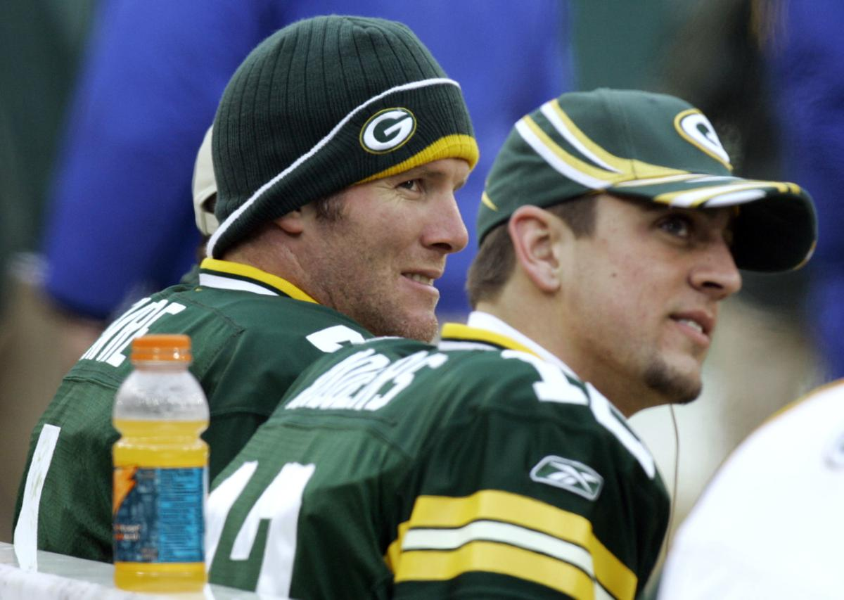 Brett Favre, Aaron Rodgers on bench 2006, State Journal photo