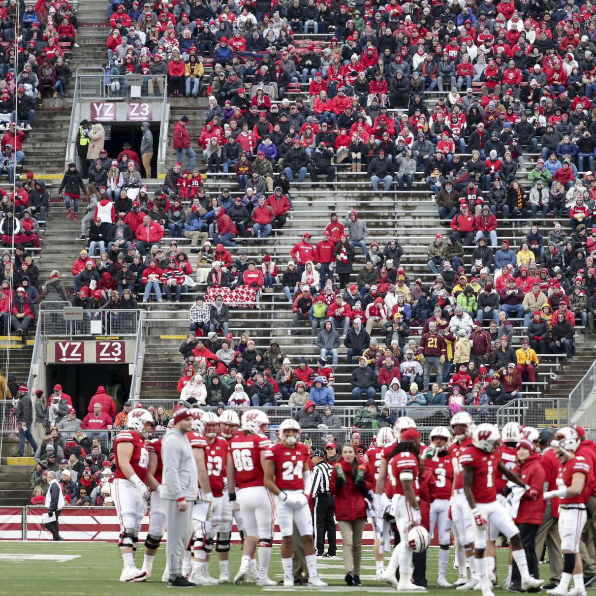 Wisconsin Badgers Average More Than 15 000 No Shows For Home