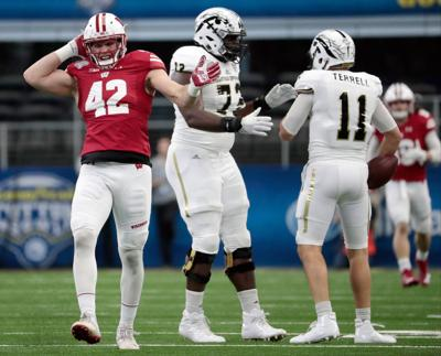 CottonBowl0587MPKe-01022017181939. Wisconsin Badgers linebacker T.J. Watt  ... 7e979fe48