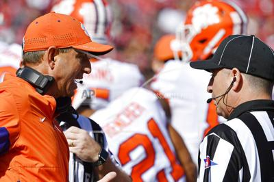 Dabo Swinney argues with official, AP photo