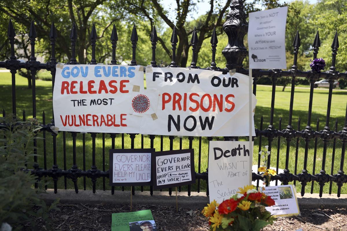 covid_prisons_01_protestv2.jpg