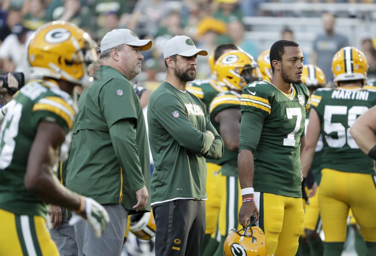 Mike McCarthy, Aaron Rodgers look on