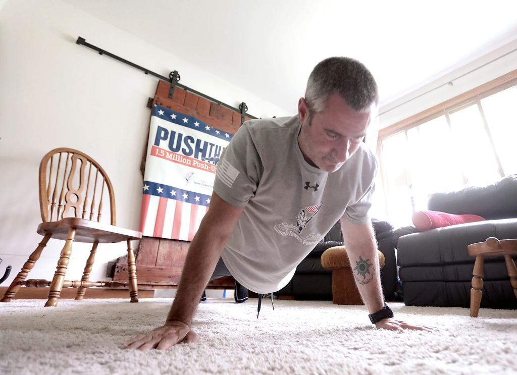 Wisconsin man surpasses world pushup record but is adding to the total |  Local News | madison.com