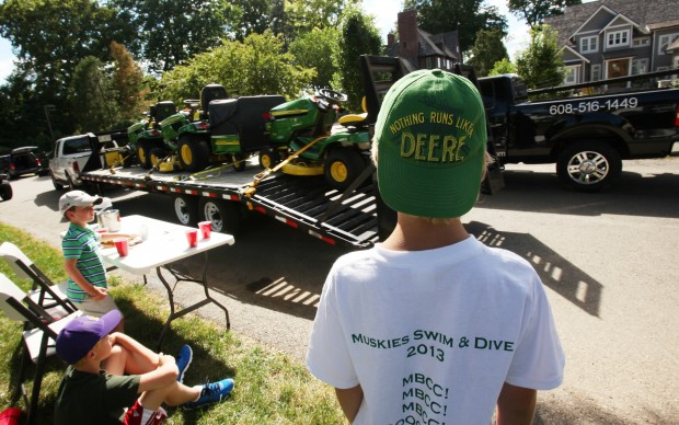 Can't we all just get a lawn? John Deere hopes so, films