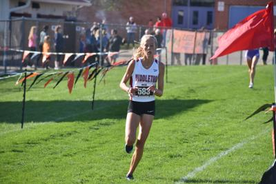 Prep cross country photo: Middleton sophomore Lauren Pansegrau at the halfway point
