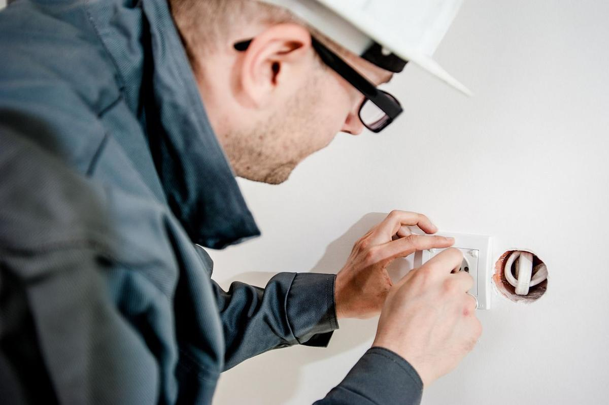 Electrical Problems Heres When You Should Call A Pro