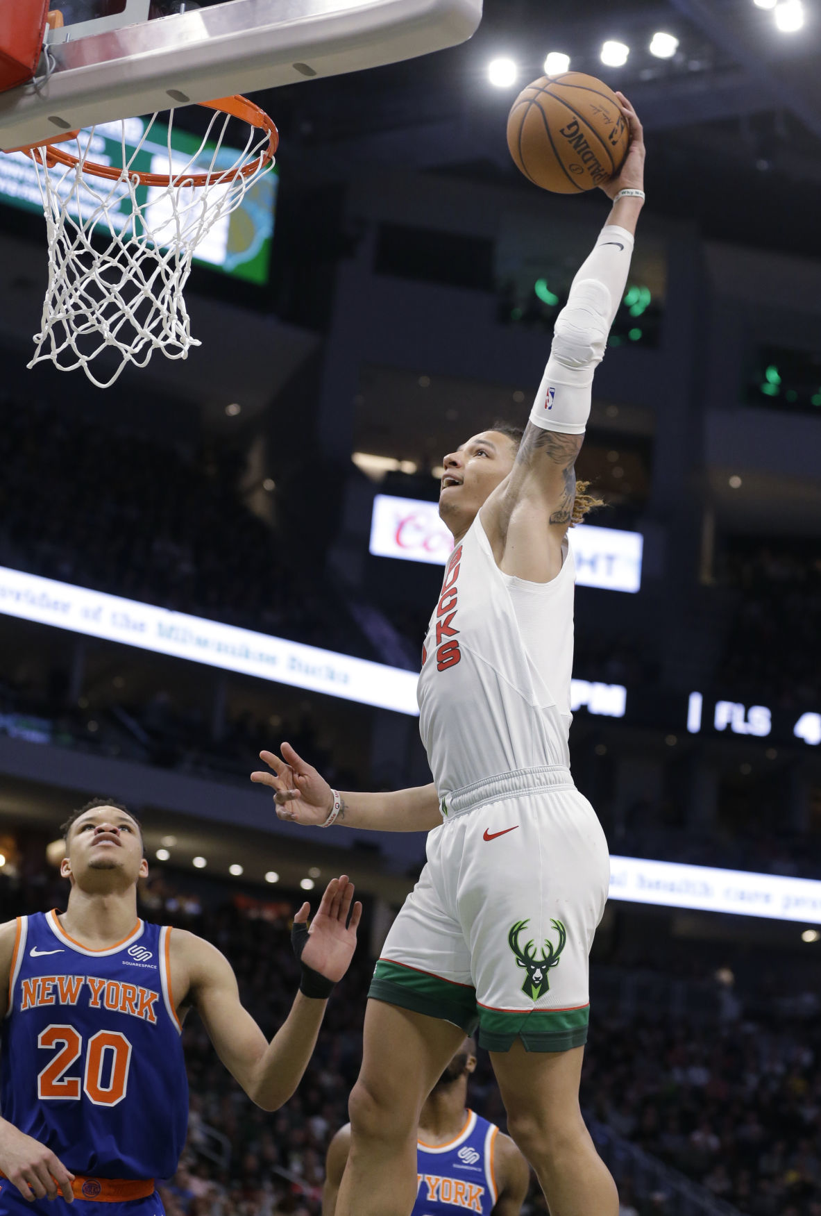 7e1b14c1776 Giannis Antetokounmpo keeps cool, leads home-and-home sweep for ...