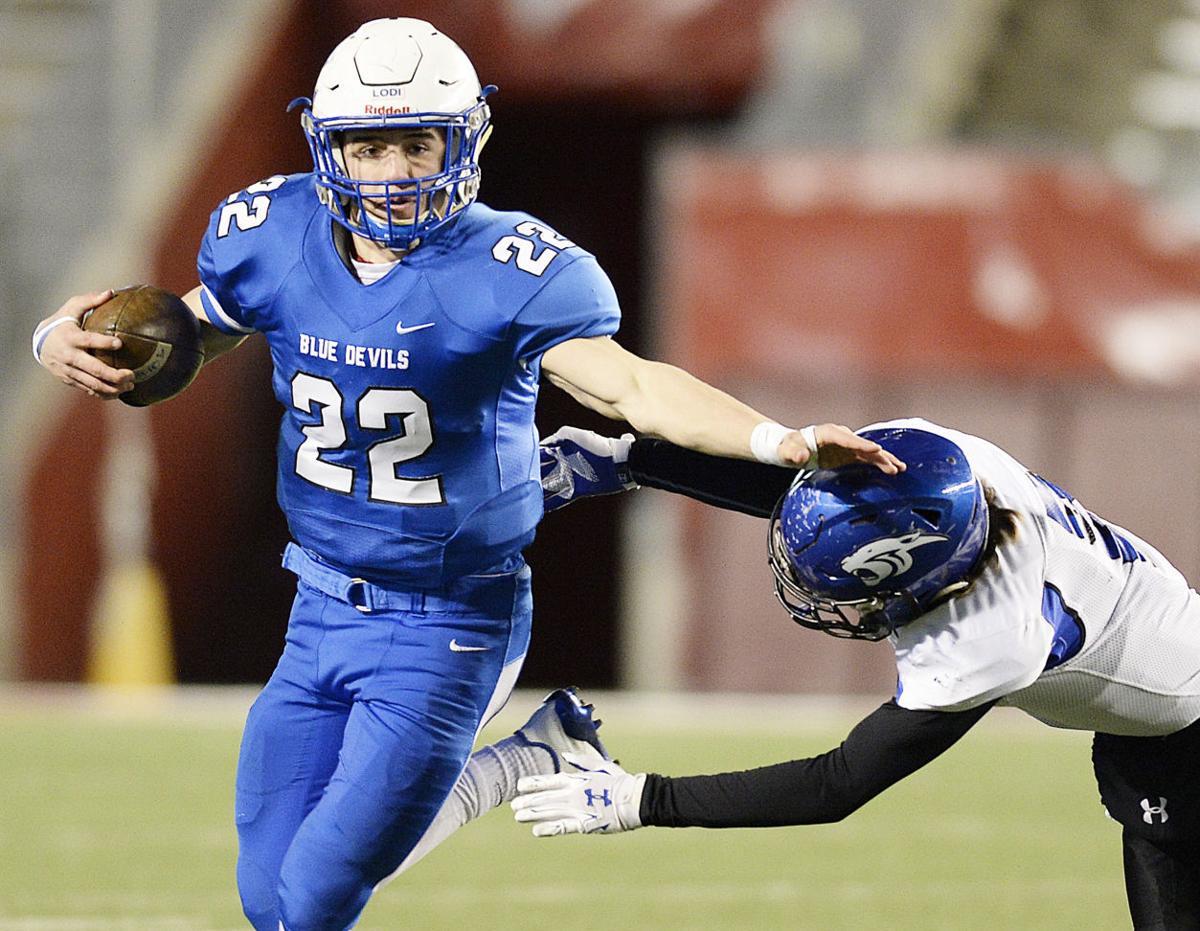 WIAA state football photo: Lodi's Jacob Heyroth on the run