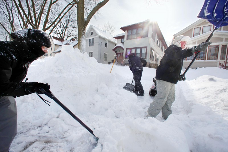 Groundhog Blizzard of 2011, kids shoveling