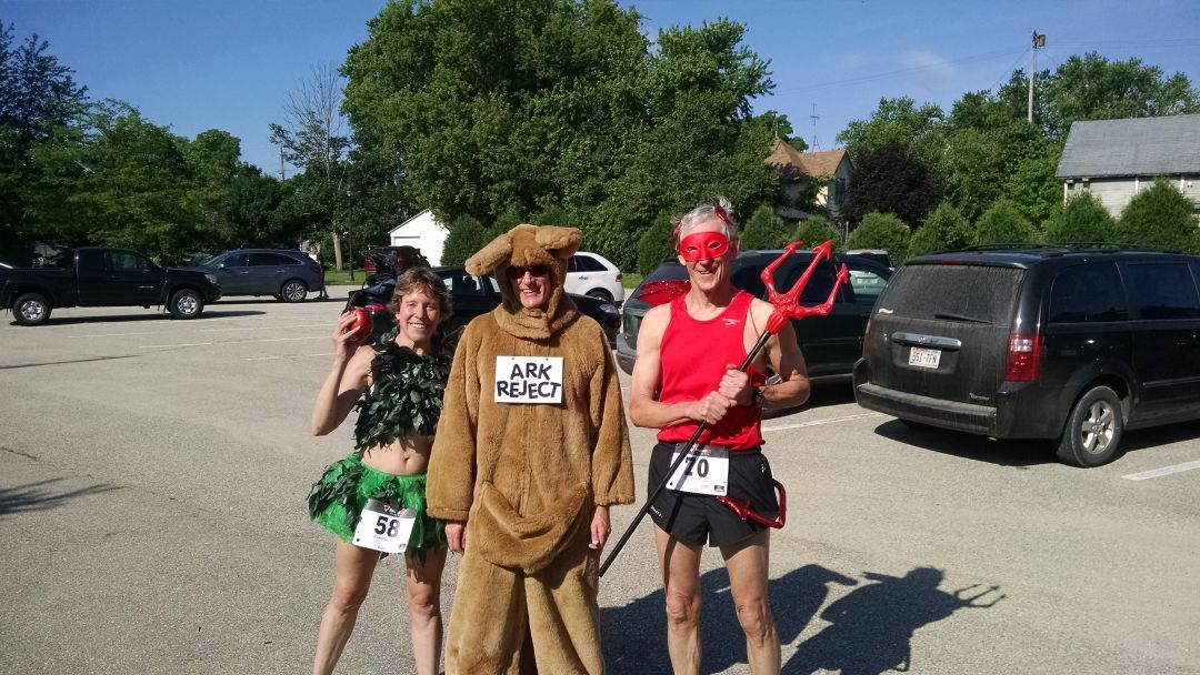 Participants in Johnson Creek 5K race