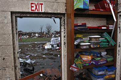 Thunderstorms slow Oklahoma tornado cleanup