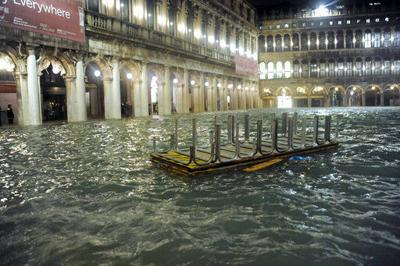 Venice flooding nearly touches level of infamous 1966 flood (copy)