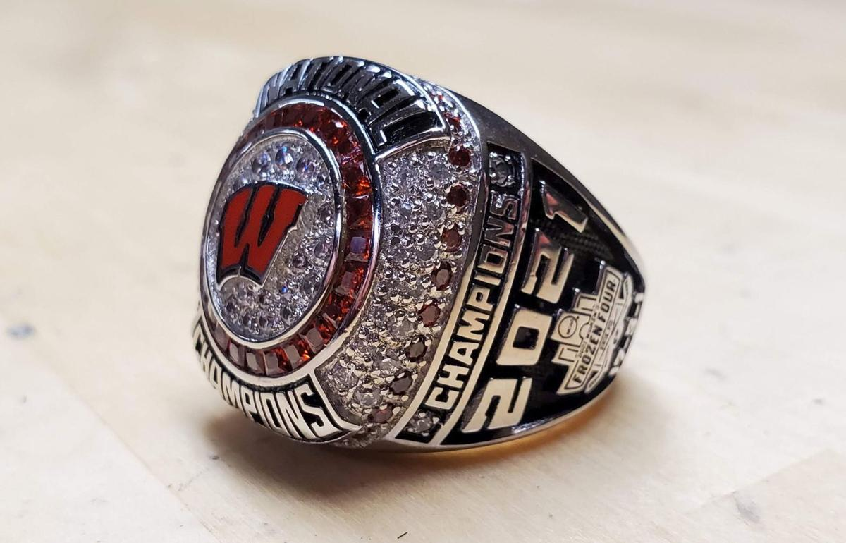 Badgers women's hockey 2021 NCAA championship ring, right side